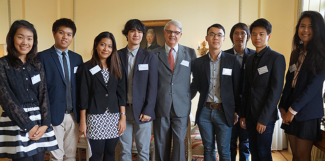 Sievert Larsson and scholarship recipients from Thailand