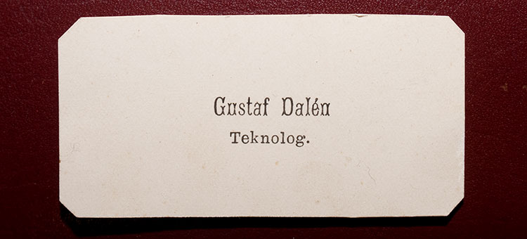 A photo of a white business card with the text: Gustaf Dalén, teknolog.