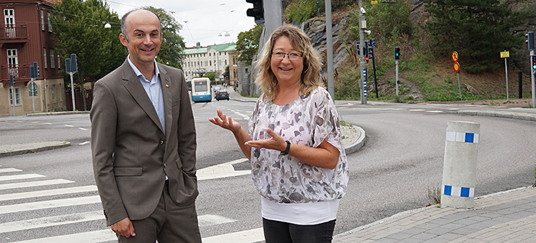 Audio description: Sinisa Krajnovic and Maria Grahn at tram stop