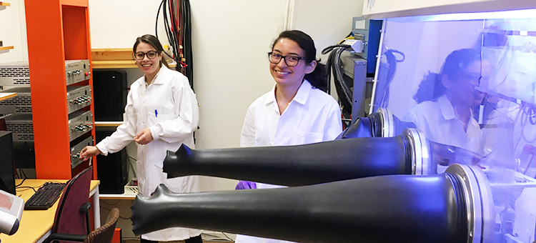 Dr. Roza Bouchal and Dr. Laura Loaiza are doing research in the battery lab