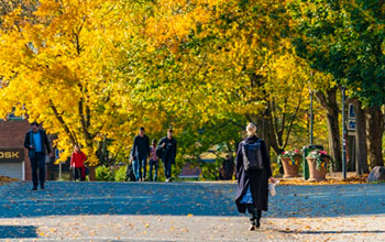 Image of people walking at Chalmers campus.