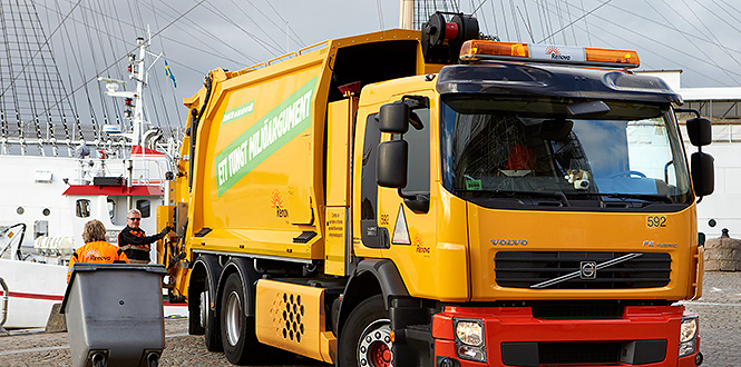 Electric-hybrid waste collection vehicle